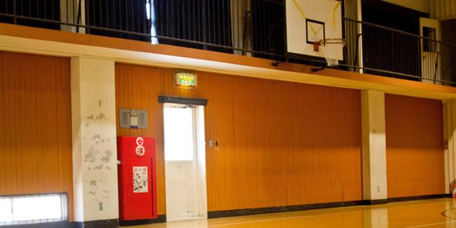 学校の先生が体育館で不倫。保護者が目撃!