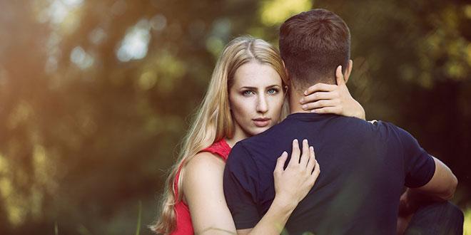 既婚男性と付き合う独身女性