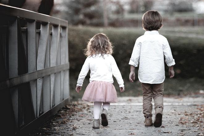 5歳の女の子と10歳の男の子