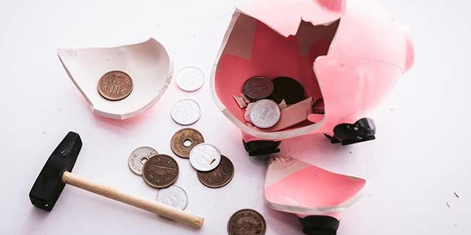 貯金箱を開けてお金を確認(お金がない)