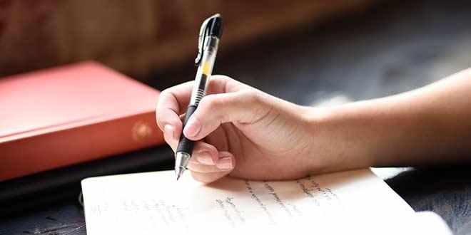 不倫妻・夫の行動履歴をノートに書く